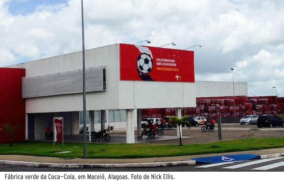 Fábrica verde da Coca-Cola, em Maceió, Alagoas. Foto de Nick Ellis.